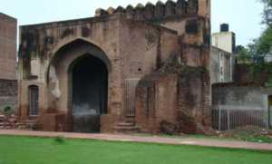One of the two gates at Baadli ki Sarai. The gates are about all that remain.