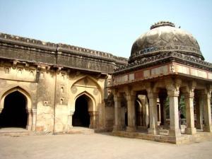 The mosque at Rajon ki Baoli, and the tomb of Khwaja Mohammad.