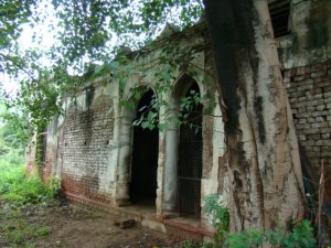 A structure from the days of the British, in Shalimar Bagh.