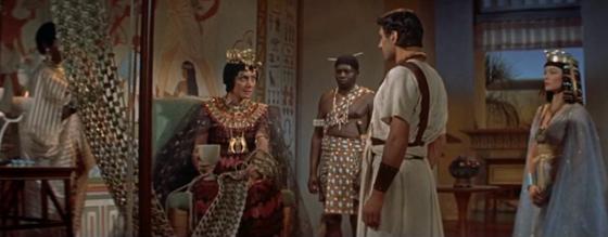 Queen Taia questions Sinuhe