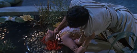 Sinuhe tries to kill Nefer