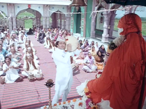Akbar sings in praise of Shirdiwaale Sai baba.