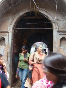 Erroneously known as Haveli Razia, this was the site of mushairas organised by Munshi Karimuddin.