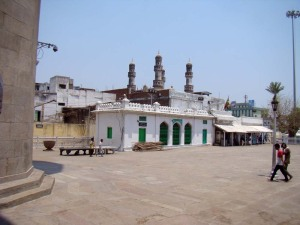 The sehan of the Mecca Masjid. The sang-e-musa bench can be seen on the left.