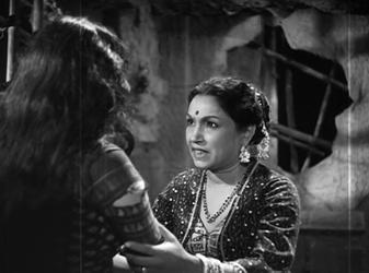 Lalita Pawar in Jis Desh Mein Ganga Behti Hai