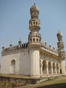 The Janaaza Masjid beside the tomb of Hayat Baksh Begum.