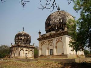 The tombs of Taramati and Premamati.