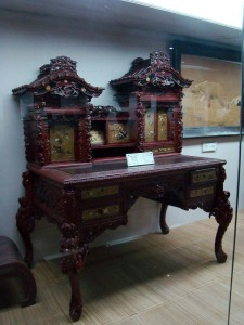 A Tokugawa prince's desk, at Salarjung.