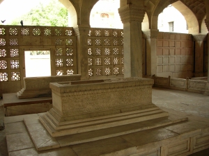 The cenotaph of Mirza Aziz Kokaltash, at Chaunsath Khamba.