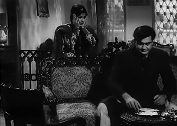 Qausar catches Ejaz cheating on his roza