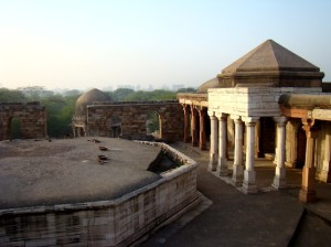 A view of the tomb at Sultangarhi.