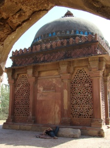 The tomb of Yusuf Qattaal, seen from the mosque.