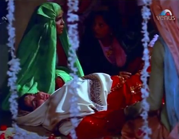 Zeenat faints at the dargah