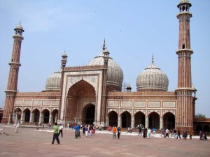 Jama Masjid, its facade a fine example of the sawaal-jawaab.