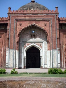 The iwaan at the Qila-e-Kohna mosque.