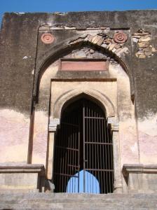 The main gateway into the Begumpuri Masjid.