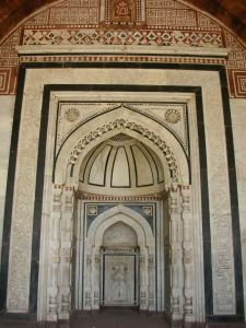 The mihrab at Qila-e-Kohna.