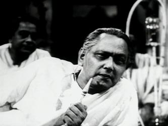 Chhabi Biswas as Bishwambar Roy