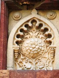 A decorative niche at the Moth ki Masjid.