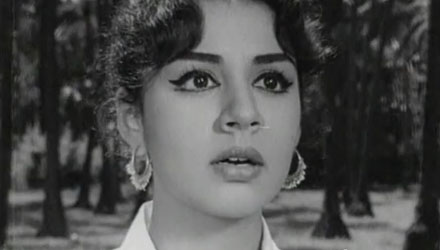 A very pretty Farida Jalal in Taqdeer