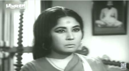 Meena Kumari in and as Majhli Didi.