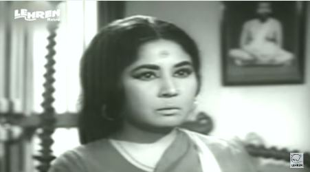 Meena Kumari in and as Majhli Didi.