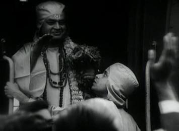 Birinchi Baba blesses his devotees