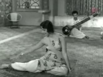 Jhanan-jhanan bichhua baae, from Chaand aur Suraj