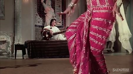 Chham-chham ghungroo bolein, from Kaajal