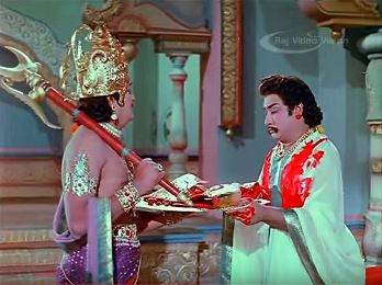 Karnan rips out his earrings and breastplate to give to Indra