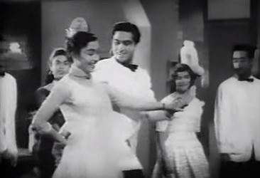 Gaal gulaabi kiske hain, from Love in Simla