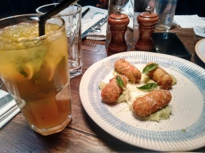 The ginger and mango mojito, and the smoked spinach croquettes, both good.