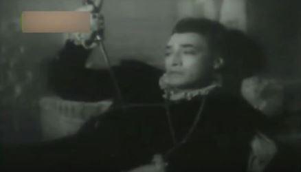 Kishore Sahu in and as Hamlet