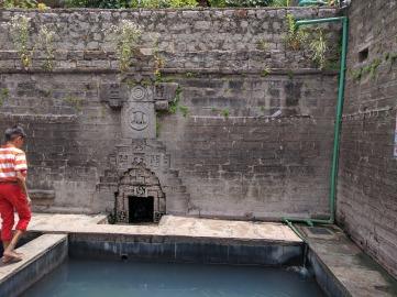 The hot springs at Vashisht Temple.