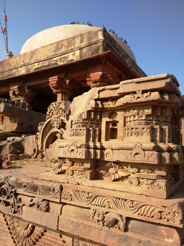The Harshat Mata Temple at Abhaneri,: note the stylized birds pecking at the ground in the carving!