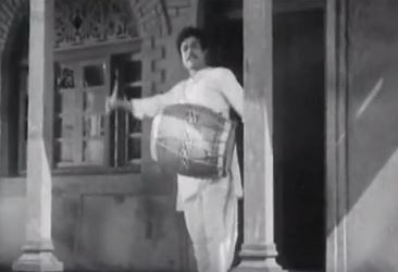 Umad-ghumadkar aayi re ghata, from Do Aankhen Baarah Haath