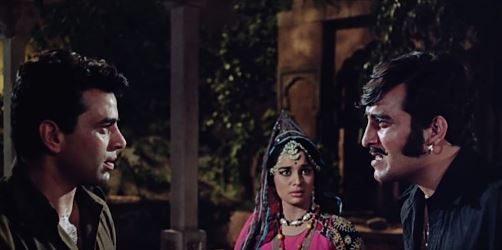 Vinod Khanna, Asha Parekh and Dharmendra in Mera Gaon Mera Desh