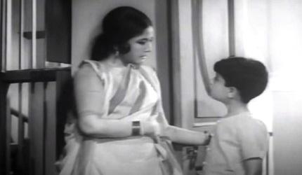 Meena Kumari with Sachin in Majhli Didi